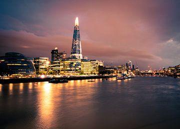 Londen skyline in de avond van Thijs van Beusekom