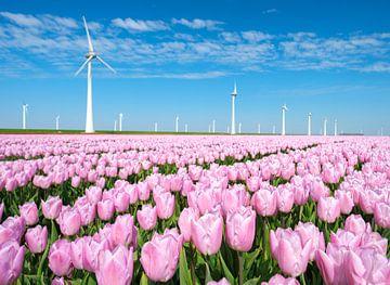 Roze tulpen in een veld tijdens de lente met windmolens van Sjoerd van der Wal
