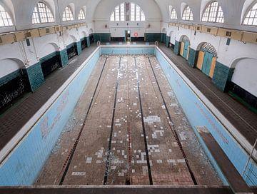 Verlassenes Schwimmbecken sur Roman Robroek