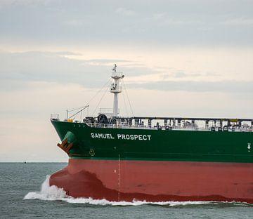 Schiffe auf dem Weg zur offenen See auf dem Weg in ferne Länder. von scheepskijkerhavenfotografie