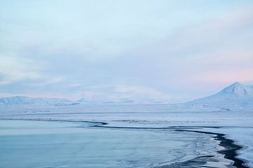 Isländische Landschaft bei Sonnenuntergang - 3 von Danny Budts