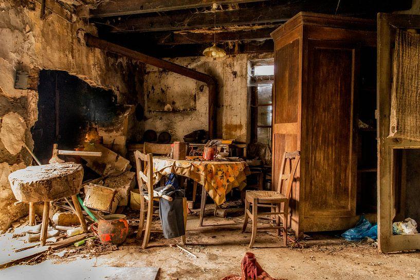 Een verlaten interieur. van Don Fonzarelli