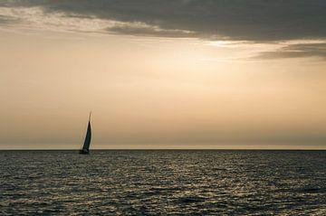 Zeilboot op de Adriatische zee van Martijn Van Hoeflaken