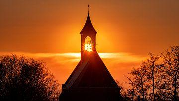 Coucher de soleil à l'église de Hoedekenskerke