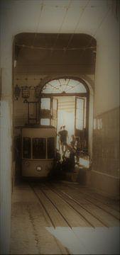 tram in Lissabon van Nadine Geerinck