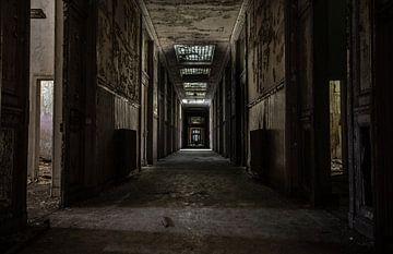 Langer dunkler Korridor von Geert den Tek