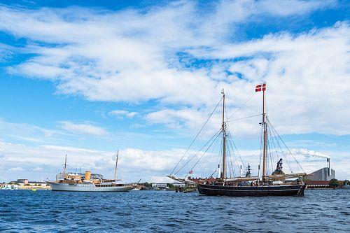 Sailing ships in Copenhagen van Rico Ködder