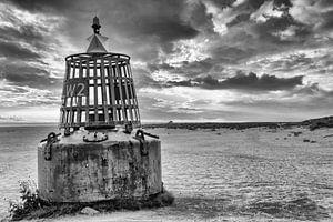 Zeeboei op het strand van Dennis Schaefer