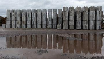 Betonschornsteine im Industriegebiet von Dick Doorduin