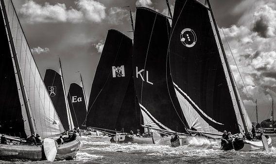 Skutsjes met halve wind naar de volgende boei van ThomasVaer Tom Coehoorn