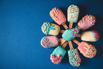 SF 12343433 Verschillende cake pops in de vorm van ijslolly's van BeeldigBeeld Food & Lifestyle