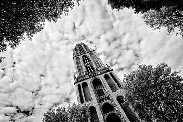 De Domtoren in zwart-wit op woensdag 24 mei 2017 om tien voor elf sur De Utrechtse Grachten