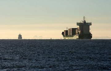 Containerschip op Oosterschelde van MSP Canvas