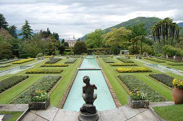 Symmetrische tuin in Italie von Susan Dekker