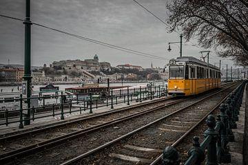 Karakteristieke tram in Boedapest van Rick van Geel