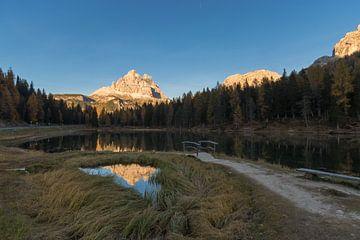 Bergtop reflectie Lago Antorno van
