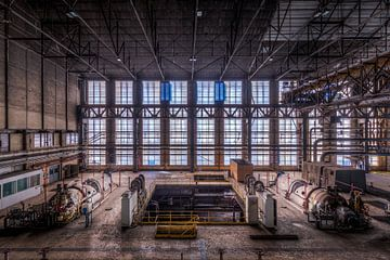 Symmetrie der Fenster der verlassenen Fabrik von Sven van der Kooi (kooifotografie)