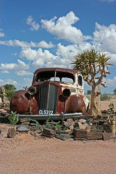 Oldtimer in the Namib Desert van Manuel Schulz