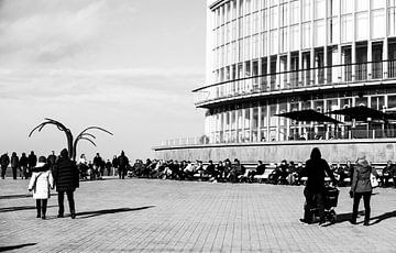 oostende aan belgische kust,genieten van zon  van Robby Stifter
