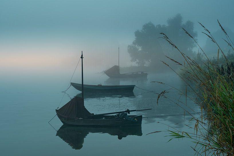 Bootjes in de mist van Tonny Verhulst