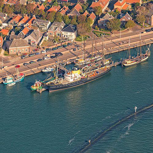 Zeesleepboot Holland aan de steiger