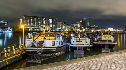 Binnenvaart in de Maashaven