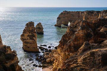De prachtige kliffen in de Algarve, Portugal van elma maaskant