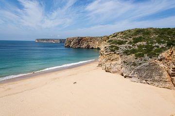 Mooi strand in Portugal van Marian Sintemaartensdijk
