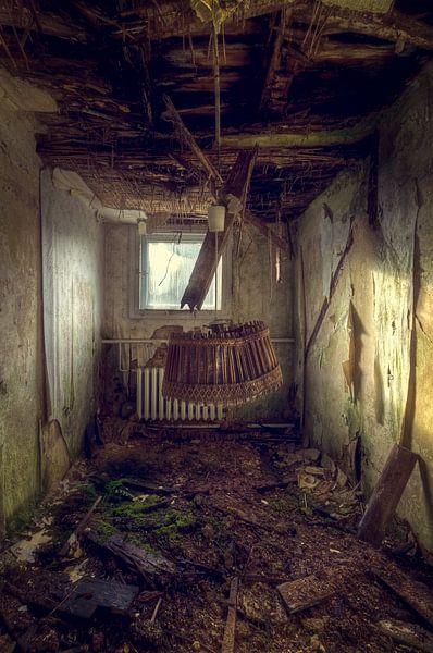Bleib für einen Moment hängen – verfallenes Hotelzimmer von Roman Robroek