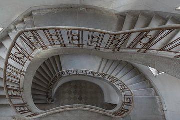 Treppenhaus in einer Militärstadt von John Noppen