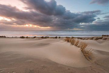 zonsondergang een dag na de storm van Fotografie Egmond