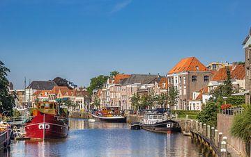 Schepen en oude huizen in Zwolle van Marc Venema