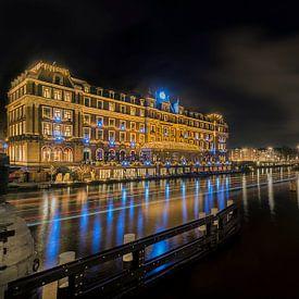 Blauwe diamanten langs de Amstel rivier in Amsterdam van Ardi Mulder