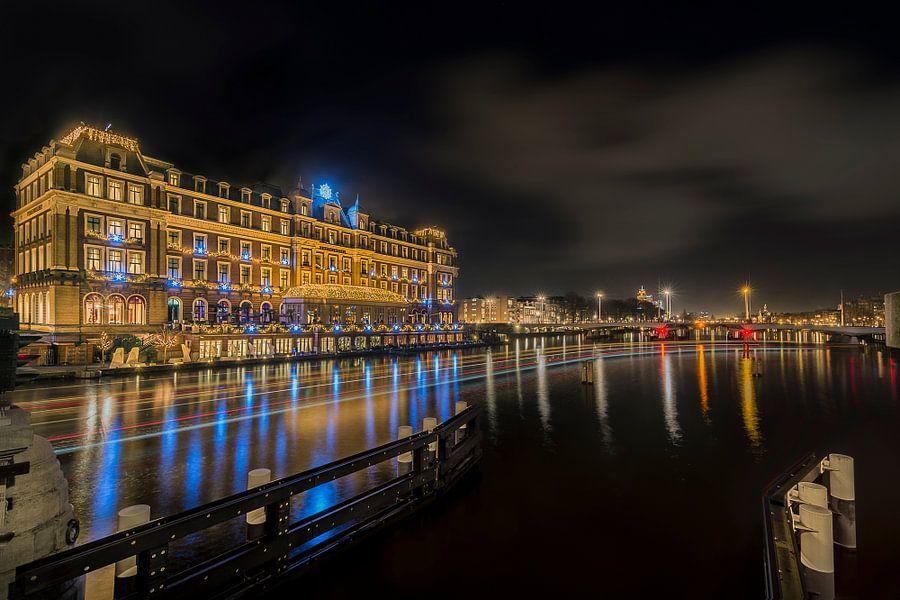 Blauwe diamanten langs de Amstel rivier in Amsterdam