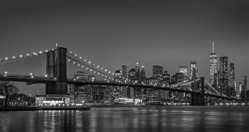 Manhattan Evening Skyline New York van Adelheid Smitt