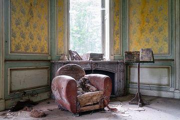 Verlassener Stuhl im Verfall. von