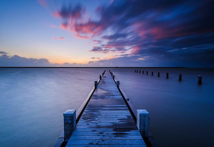 path to a stormy sky.. van Arjan Keers