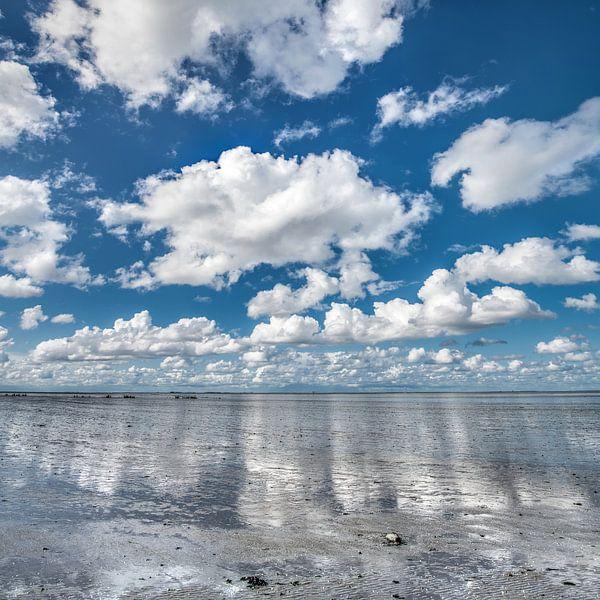 Wolkenlucht boven De Wadden nabij Paesens-Moddergat von Harrie Muis