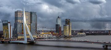 Erasmusbrug met kop van zuid van Prachtig Rotterdam