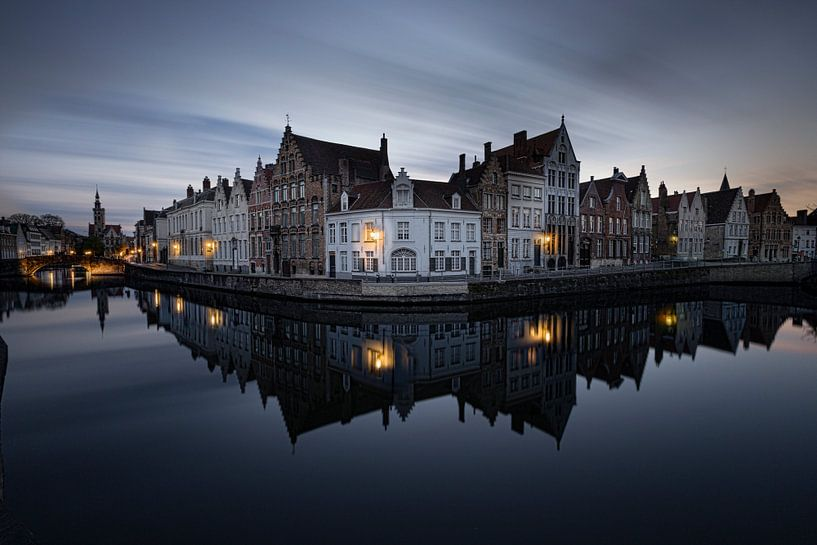 Belgie - Brugge - de spiegelrei tijdens het blauwe uurtje van Fotografie Krist / Top Foto Vlaanderen