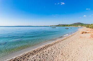 Mooi strand Cala sa Marjal, Es Ribells aan de kust van Son Servera op het eiland Mallorca, Spanje van Alex Winter