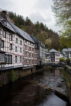 Rivier door Monschau, Duitsland van Joyce Schouten