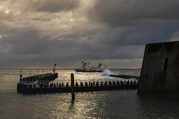 Hollandse wolkenlucht boven de haven van Vlissingen aan de Zeeuwse kust