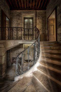 Treppenhaus in verlassenen Burg von Kelly van den Brande