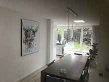 Klantfoto: Stoer abstract waterverf schilderij van schotse hooglander van Emiel de Lange, als print op doek