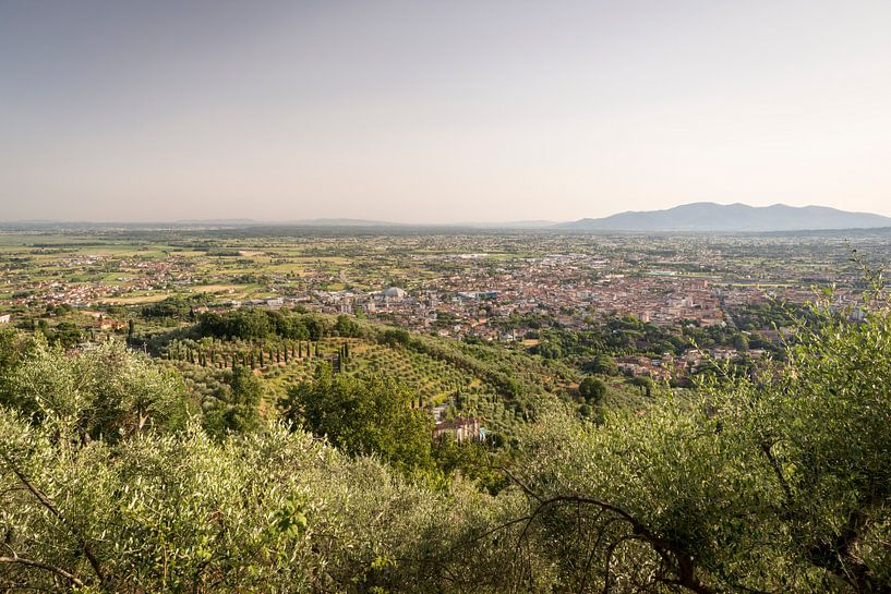 Uitzicht op Montecatini Terme in Toscane van Christian Reijnoudt