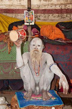 Heilige man in Varanasi, India. van Dray van Beeck