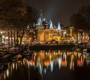 Amsterdam bij nacht van Michael Verbeek