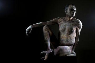 sitzende Statue von Cor Heijnen