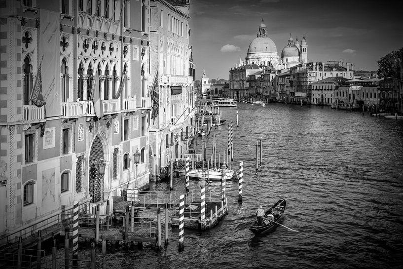 VENICE Canal Grande & Santa Maria della Salute | Monochrome van Melanie Viola